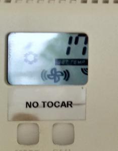 Termostato fijo a 17º en sala consultas clinica