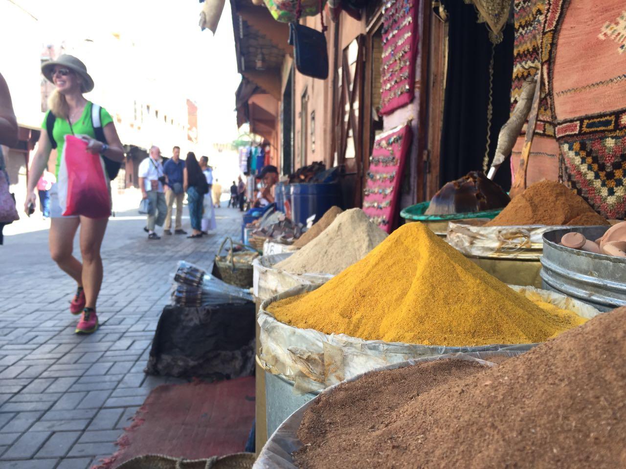 Prueba inequívoca de estar en el zoco de marrakech sera la multitud de fragancias que invaden el aire, debido a la multitud de especias.