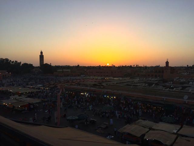 Atardecer sobre Plaza Jemma El - Fna en la Medina