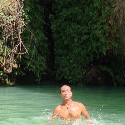 El Sal de Jijona (Alicante) es un manantial con cascada donde es posible el Baño. Ideal para refrescarse en Verano y sorprenderse como alternativa a la playa.