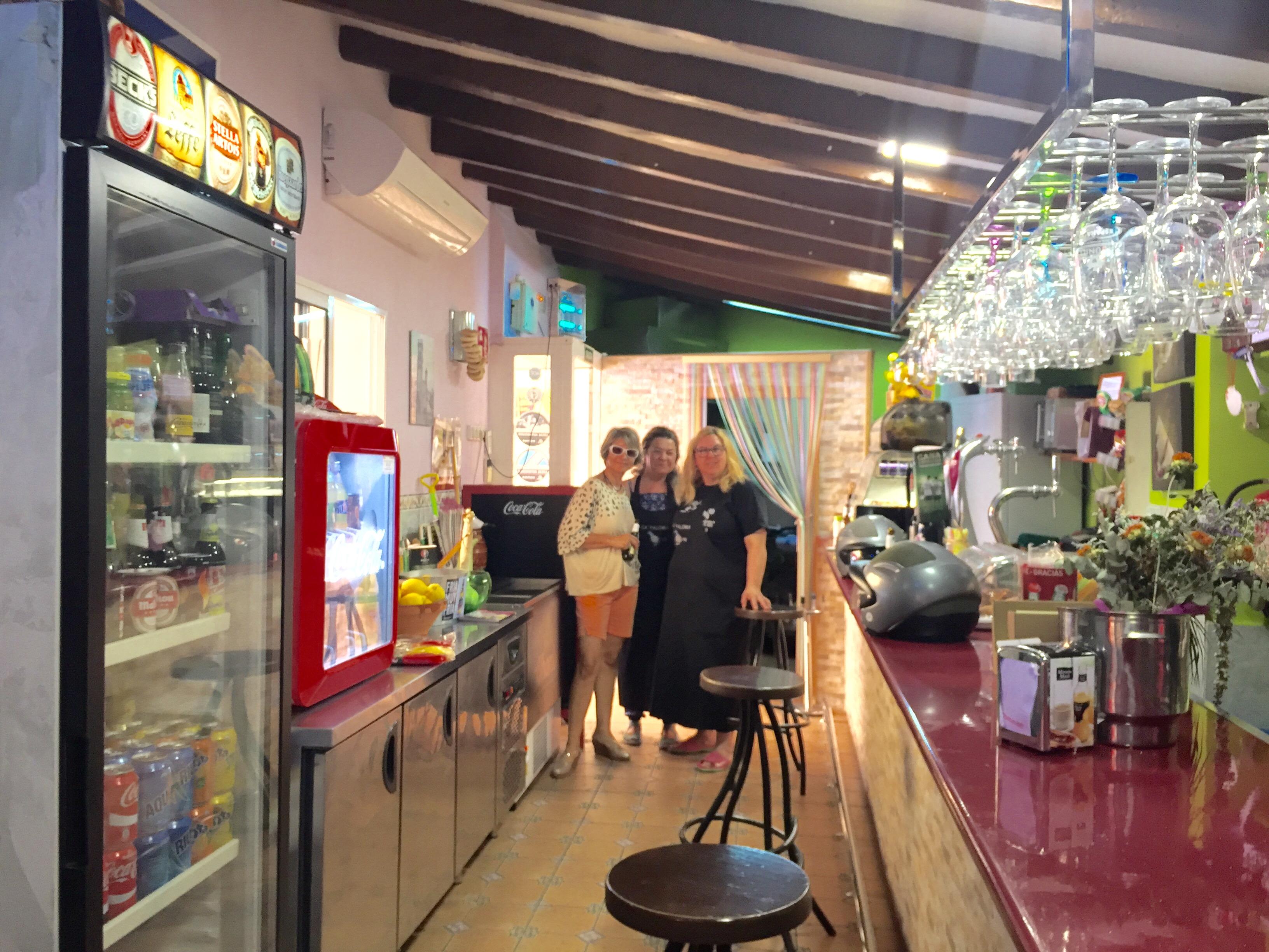 Las amigas del Bar La Paloma, La Ermita