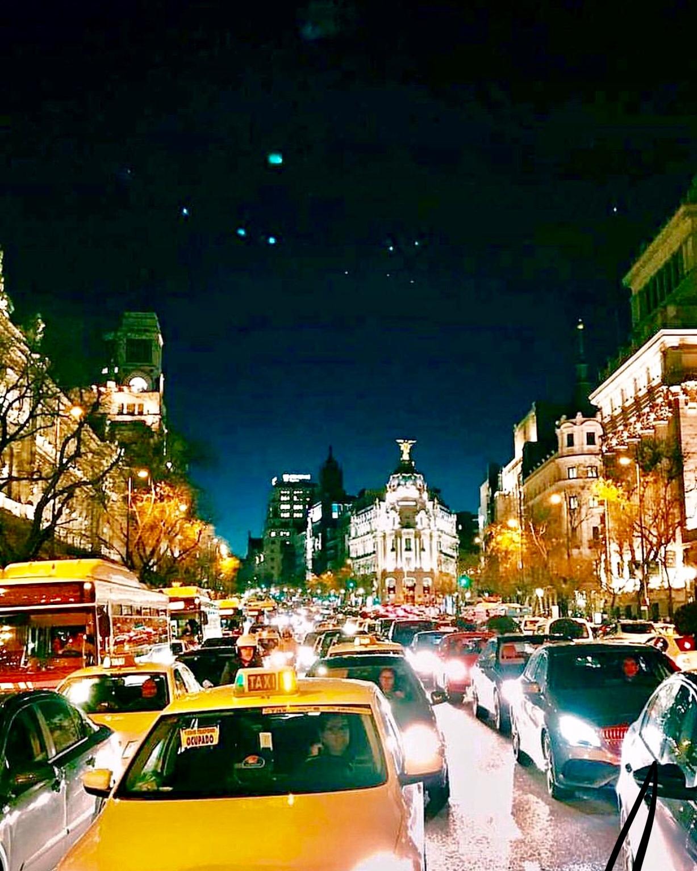 El trafico de Madrid es infinito, cada vez hay mas.