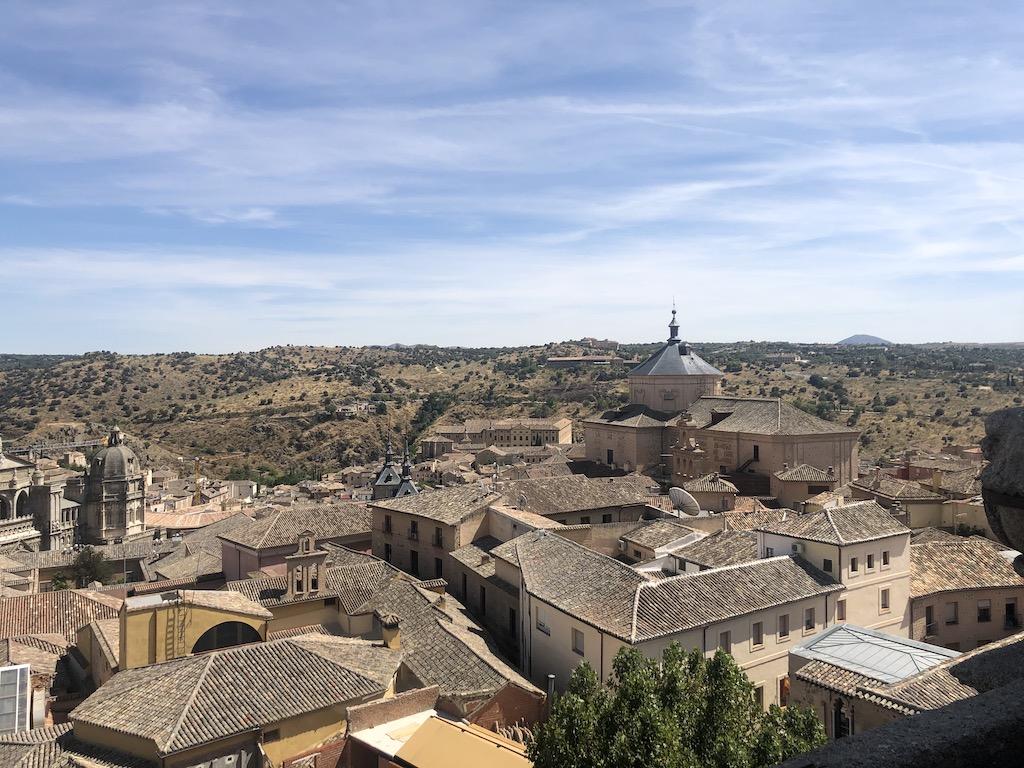 De periodo Barroco, con un impresionante retablo y uno de los mejores lugares para disfrutar de las vistas de Toledo debido a su ubicación en uno de los puntos más altos de la ciudad.