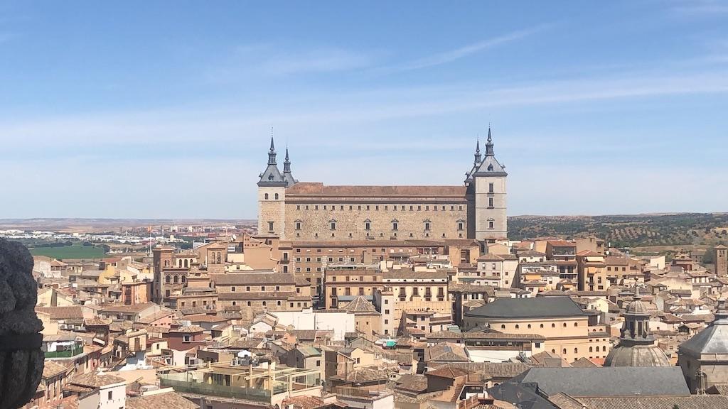 Panorámica de Toledo desde la Iglesia de los Jesuitas, con el Alcazar elevándose sobre Toledo.