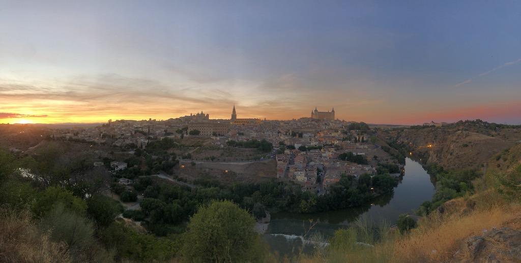 Mirador del Valle en Toledo, el mejor lugar para disfrutar de las vistas panorámicas de la ciudad de Toledo y sus principales edificios, al catedral, el Alcázar o el Río Tajo entre otros.